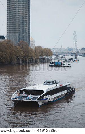 Westminster, London   Uk -  2021.05.02: Famous London Eye (millennium Wheel), Ferris Observation Whe