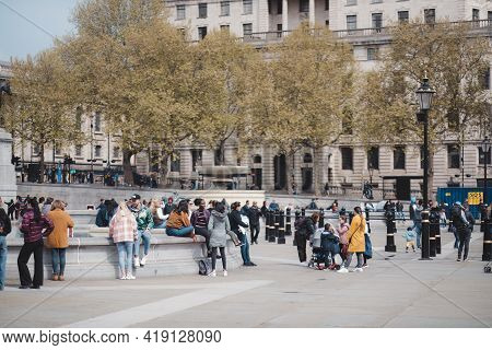 Westminster, London   Uk -  2021.05.02: People Enjoy The Sunny Weather At Trafalgar Square On Bank H