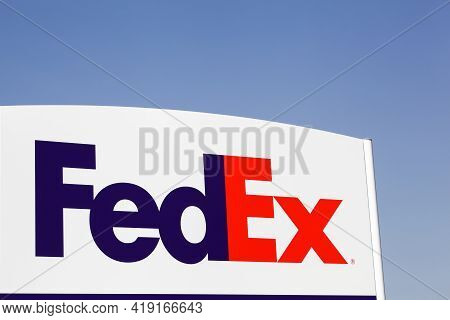 Kolding, Denmark - August 16, 2020: Fedex Sign On A Panel. Fedex Corporation Is An American Global C