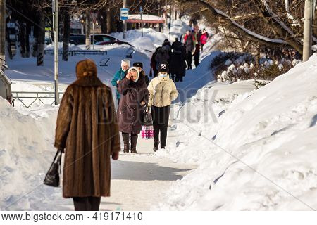 Pedestrians On Snow-covered City Streets In Winter, Large Snowdrifts: Obninsk, Russia - February 202