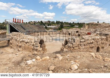 Kiryat Gat, Israel, March 27, 2021 : The Ruins Of The Beit Guvrin Amphitheater, Near Kiryat Gat, In