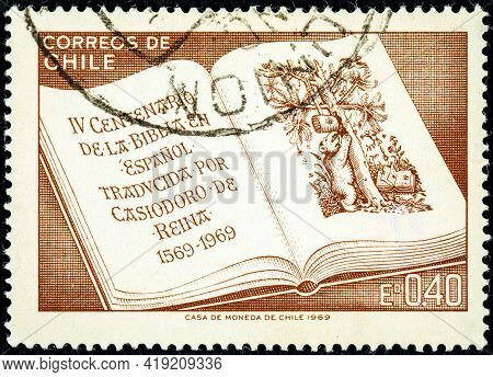 Chile - Circa 1969: A Stamp Printed In Chile Commemorates The Iv Centenary Of The Spanish Bible, Tra