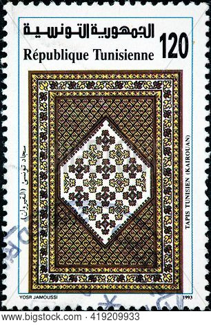 Tunisia - Circa 1993: A Stamp Printed In Tunisia Shows Arabesque Ornamentation From Great Mosque At