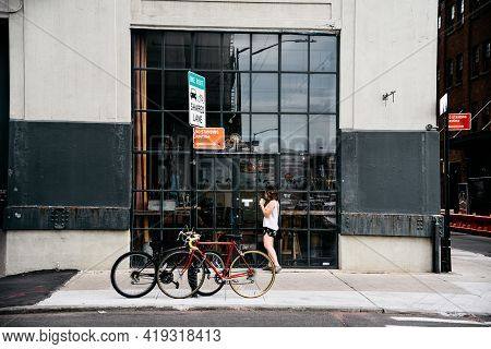 New York City, Usa - June 20, 2018: People Walking On Street In Dumbo, Brooklyn, In Front Of Storefr