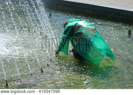 Dnepropetrovsk, Ukraine - 01.05.2021: Municipal Services Adjust The Fountains Before The Summer Heat