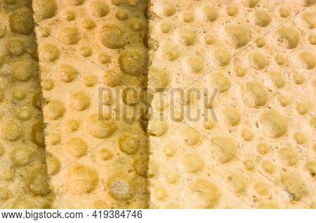 Diabetic Diet Crunches - Crispy Waffle Crispbread From Wheat, Texture