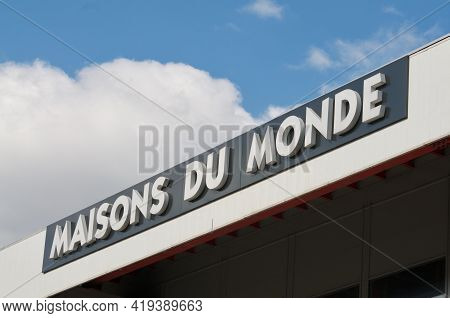 Grancia, Ticino, Switzerland - 4th April 2021 : Maisons Du Monde Store Sign Hanging On A Building In