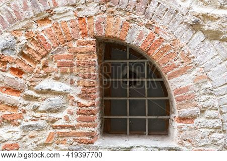 They Laid A Semicircular Window With A Brick. A Walled-up Window That's Hundreds Of Years Old. Mason