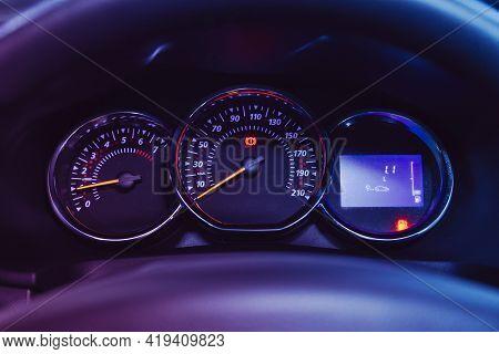 Novosibirsk, Russia - April 25 2021: Renault Sandero Stepway , Close-up Of Round Dashboard, Speedome
