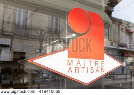 Bordeaux , Aquitaine France - 05 02 2021 : Maitre Artisan Sign Logo And Brand Text Label In France F