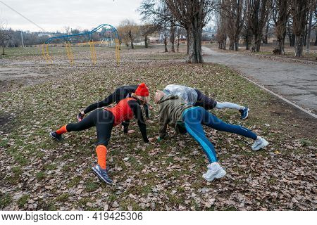 Group Fitness Workout Classes Outdoors. Socially Distant Outdoor Workout Classes In Public Parks. Th