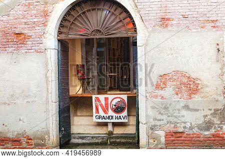 Venice, Italy - June 15, 2017: Banner On Open Window Protesting The Damage Caused By Large Cruise Li