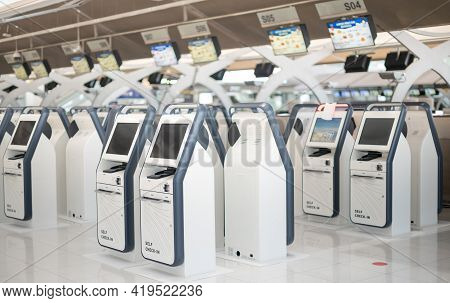 Bangkok Thailand Apy 14 2021  Many Auto Check-in Self Service For Traveler Prepare For Travel Or Wor