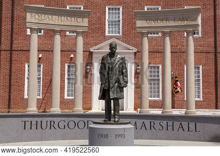 05-02-2021 Annapolis, Md, Usa: Statue Of Thurgood Marshall In The Lawyers Mall In Front Of Maryland