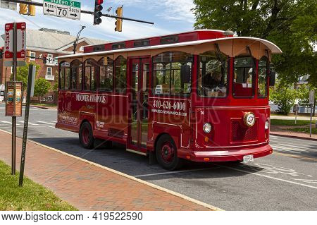 05-02-2021 Annapolis, Md, Usa: A Red Historic Trolley Bus Operated For Discover Annapolis City Sight
