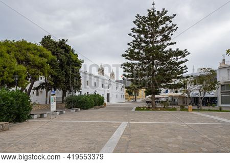 Paros, Greece - September 28, 2020: A Square With A Church From The Byzantine Era In The Center Of T