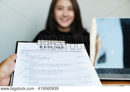 Hr  Discussion Job Interview With  Answers From Women Applying For Jobs.