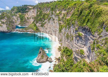 Tropical Diamond Beach On The Nusa Penida, Bali, Indonesia. Beautiful Seascape.