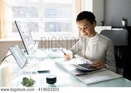 African American Tax Professional Female With E Invoice