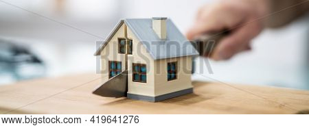 House Property Separate. Divorce And Division. Estate Dispute