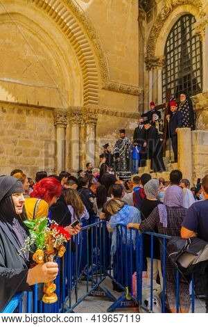 Jerusalem, Israel - April 30, 2021: Crowd Attend The Greek Orthodox Patriarch Blessing, On Orthodox
