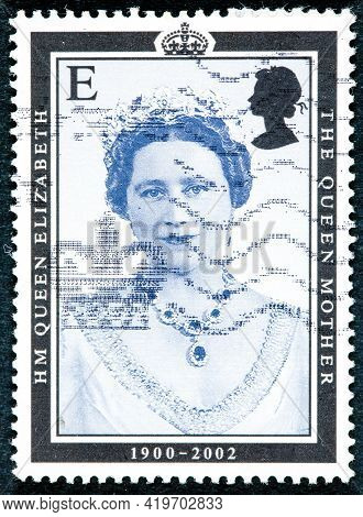 United Kingdom - Circa 2002: A Stamp Printed In Uk Shows Portrait Of Queen Elizabeth The Queen Mothe