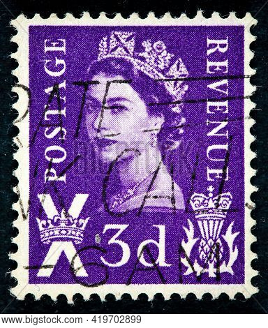 United Kingdom - Circa 1958: Postage Stamp Issued In The United Kingdom With The Image Of Queen Eliz