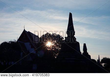 Sun Shining Through The Foliage With Pagoda Ruins Silhouette, Wat Phra Si Sanphet, Ayutthaya Histori