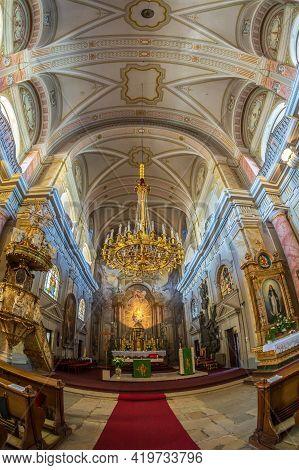 Sibiu, Transylvania, Romania-july 8, 2020: Interior Of The Jesuit Church Or Church Of The Holy Trini
