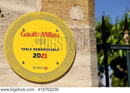 Bordeaux , Aquitaine France - 05 04 2021 : Gault Et Millau Logo Text And Sign Brand Label Of Influen
