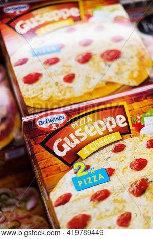 Pizza Guseppe Dr Oetker In A Supermarket Commercial Refrigerator
