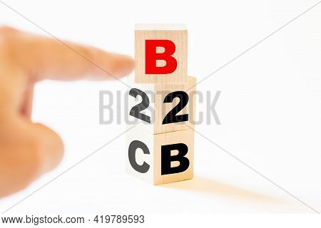 The Concept Of Choosing A Businessman Between B2b And B2c
