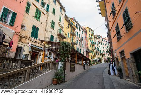 Manarola, Italy, October 5 2017: Picturesque And Romantic Village Of Manarola With Colourful Houses