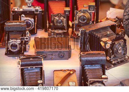 Barcelona - Spain. June 27, 2019: Old Retro Photo Cameras On A Vintage Market Showcase (vintage Phot