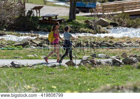 Vall De Incles, Andorra : 2021 May 07 : Two Women Trekking In The Vall De Incles In Andorra In Sprin