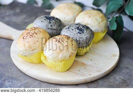 Bun Or Sesame Bun, Whole Wheat Bun With Sesame And  Perilla Bun