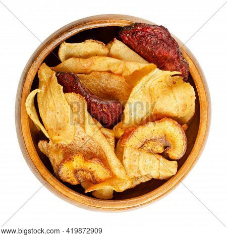 Mixed Root Vegetable Crisps, In A Wooden Bowl. Mix Of Sliced Root Vegetables, Parsnips, Beetroots An