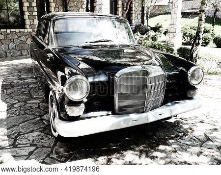 Stanisici, Bijelina, Bih, 25 April 2021. Retro Or Vintage Style. Car Mercedes Benz Ponton In Black W
