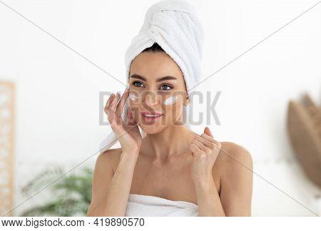 Anti Age Cream For Eye, Fresh Clean Skin, Moisturizing Balm For Natural Beauty And Modern Cosmetics