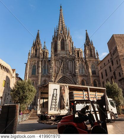 Barcelona, Spain - October 27, 2015: Construction Works In Front Of The Cathedral Of The Holy Cross