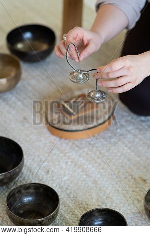 Tibetan Sound Therapy With Singing Bowls And Cymbals. Traditional Tibet Massage For Meditation. Woma