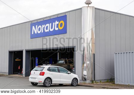 Bordeaux , Aquitaine France - 05 05 2021 : Norauto Logo Brand And Text Sign Front Of Station Chain G