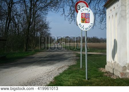Roadsign Indicating The Entratnce In Czechia, With Its Coat Of Arms And Czech Republic Written In Cz