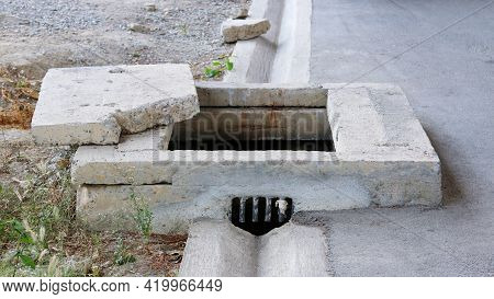 The Sewer Was Opened Which Is Danger To Passersby Cause An Accident