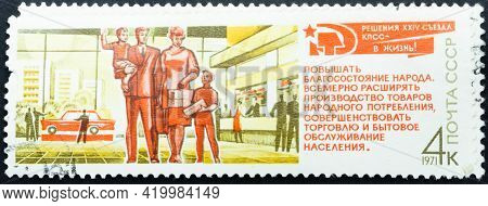 Ussr - Circa 1971: Postage Stamp 'family And Modern City'. Series: 'resolutions Of 24th Communist Pa