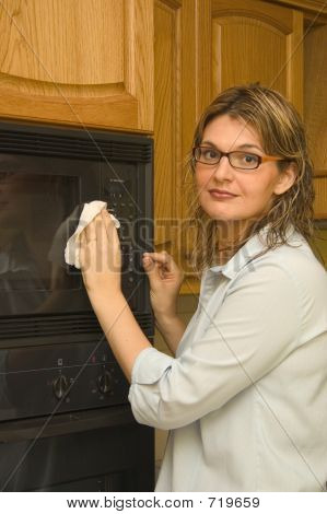 Cleaning The House - Microwave Oven