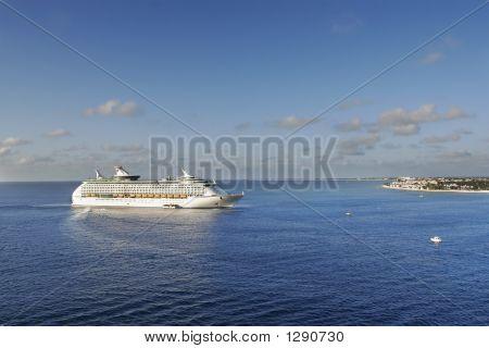 Approching Cruise Ship