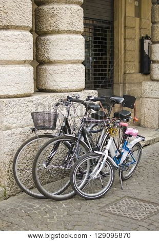 Urban bike parked on a city street