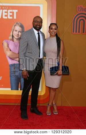 LOS ANGELES - MAY 10:  Derek Fisher, Gloria Govan at the The Nice Guys Premiere at the TCL Chinese Theater IMAX on May 10, 2016 in Los Angeles, CA
