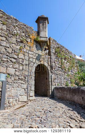Sao Pedro town gate in the medieval Castelo de Vide fortifications. Castelo de Vide, Portalegre, Alto Alentejo, Portugal.